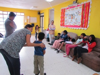 """[Taller JARDINCITO] Taller """"Cocina Solar"""" Impartido por Lorena Harp (Activista) @lorenaharp Agradecimiento especial: Fundación Alfedo Haro Helú Oaxaca @FundacionAHHO Foto: Gaby Arellano San Pedro"""